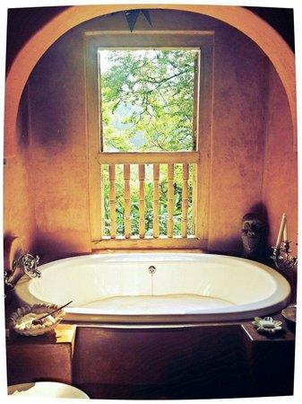 Timamoon : Main Bathroom