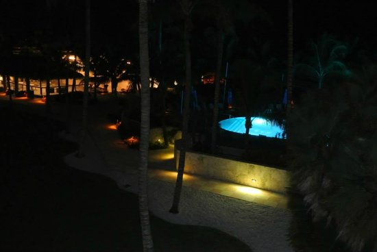 The Naples Beach Hotel & Golf Club: la piscina di notte