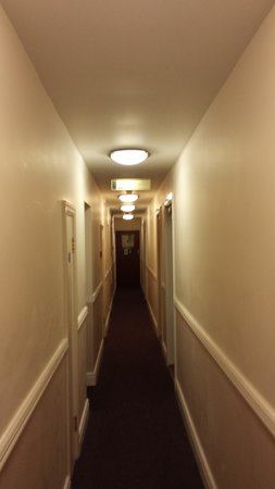 The Hunters Lodge : Corridor outside the room