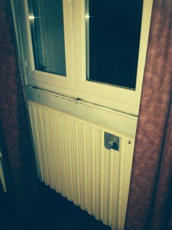Le Lurton : Ne touchez pas la fenêtre