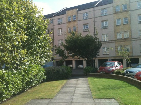 Calton Apartments: Rear landscaped car parking area