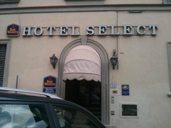 Select Hotel: Entrance