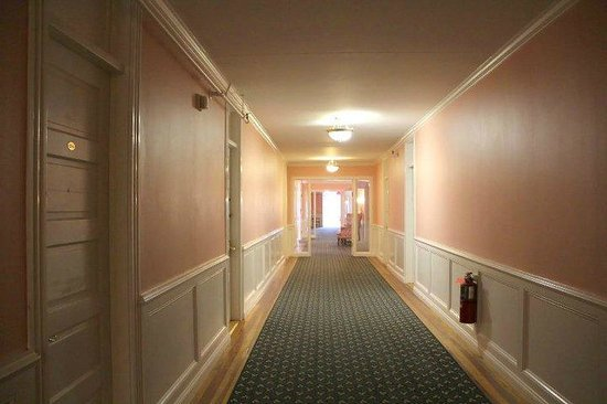 Colony Hotel: Hallway