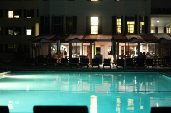 Colony Hotel: Night Pool