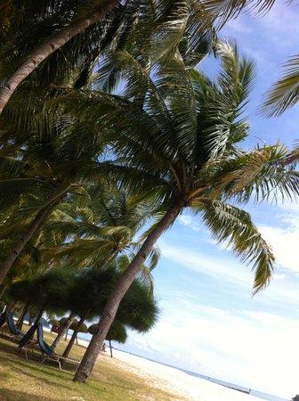 Meritus Pelangi Beach Resort & Spa, Langkawi: the beach table next to room balcony