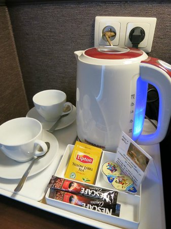 Wielopole Hotel: Чайник в номере