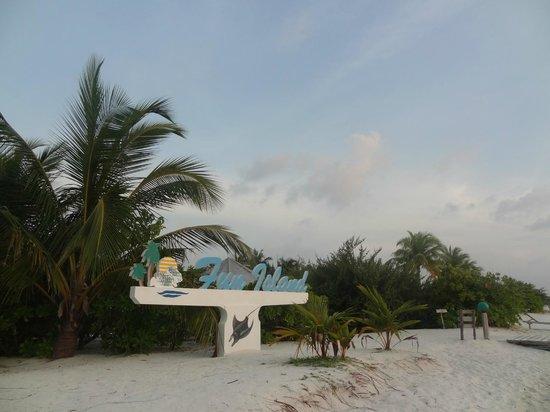Fun Island Resort: при сходе с причала вас встречает название отеля