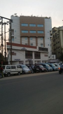 Hotel Nandan: View from the road