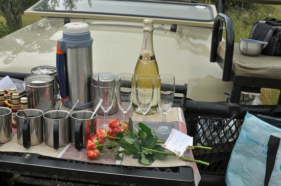 Pondoro Game Lodge : Just another romantic repast while the sunsets