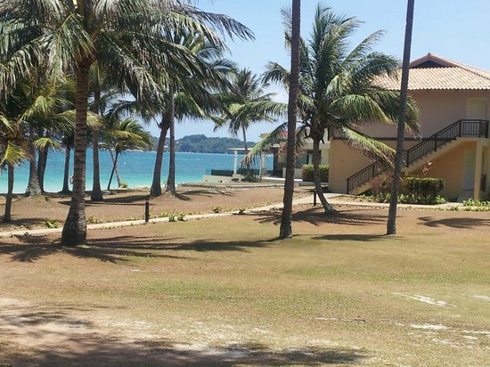 Nirwana Gardens - Nirwana Resort Hotel: beach and grounds in front of hotel