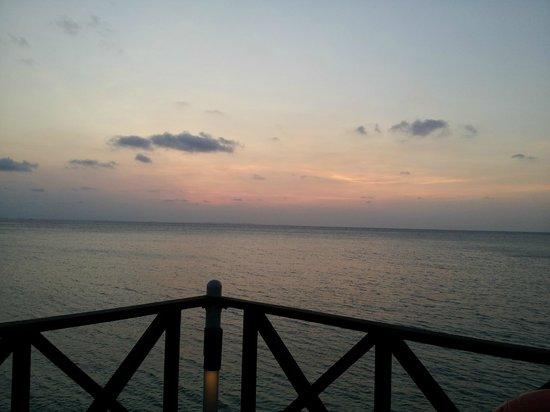 Nirwana Gardens - Nirwana Resort Hotel: Sunset from Calypso Bar