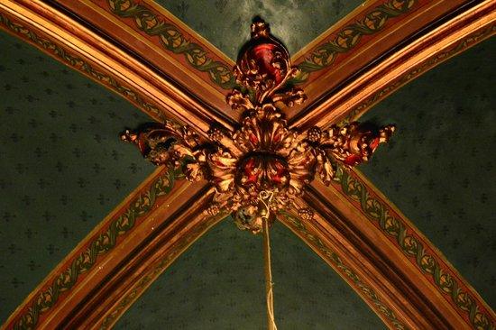 Caru' cu Bere: architecture detail inside the restaurant