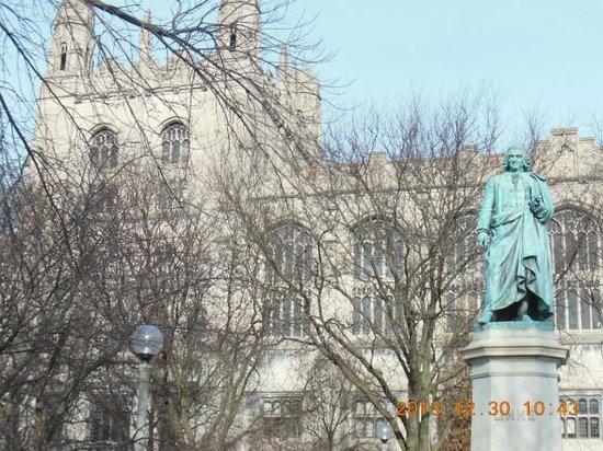 University of Chicago : 創設者?と大学