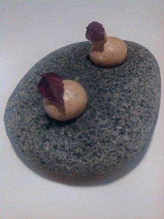 Il pagliaccio : Meringhe di porcini servite su pietra calda