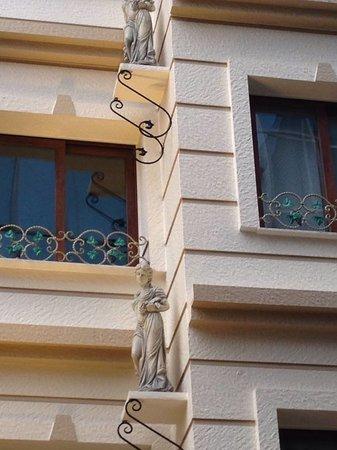Guzel Izmir Oteli: exterior