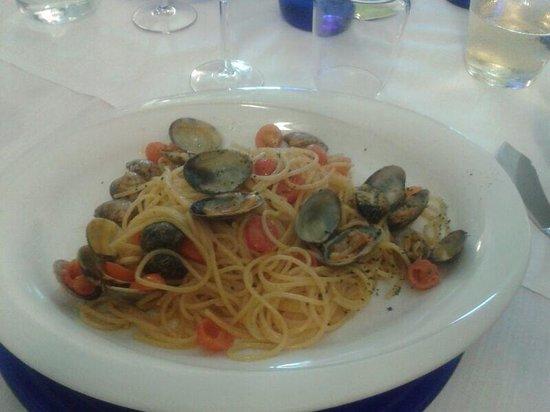 Ai Molini: Spaghetti alle vongole con pomodorini