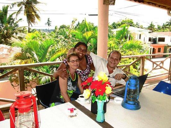 House Jardin Del Caribe: Wir mit Marlenis auf der Terasse
