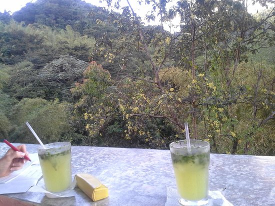 Casa Cubuy Ecolodge: Cafe down the road