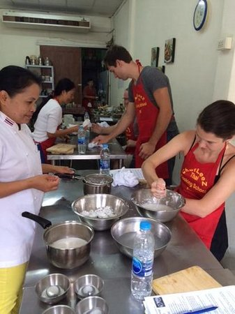 Chef LeeZ Thai Cooking Class : making coconut cream (don't trust store bought!)