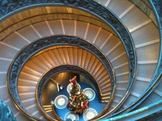 Vatikanische Museen (Musei Vaticani): Famous Staircase