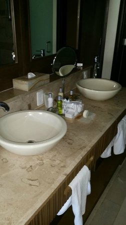 Now Amber Puerto Vallarta: gorgeous bathroom, wired for sound too