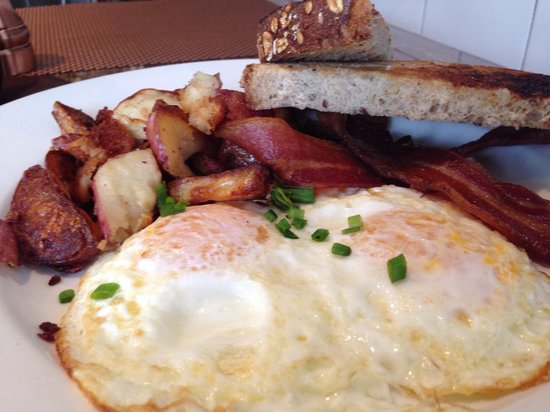 The Farmer's Daughter : Two eggs, bacon, toast and home fries  = happiness ��