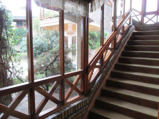 Portal del Lago Hotel: Mucha escalera...