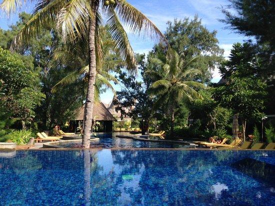 Aston Sunset Beach Resort: Piscina principal del hotel, desde la piscina de inmersiones.
