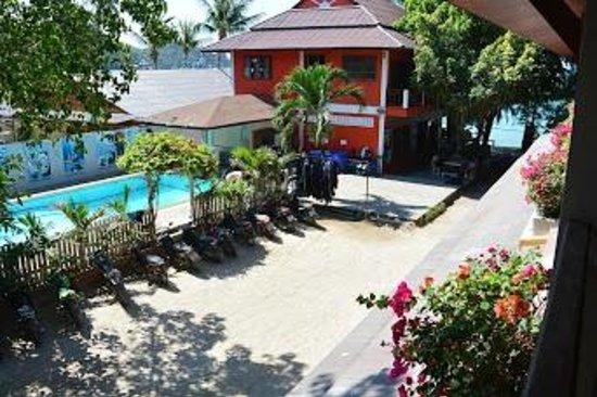 Buddha View Dive Resort : piscine et réception