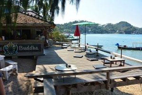 Buddha View Dive Resort : breafast - lunch  sur la plage de l'hotel