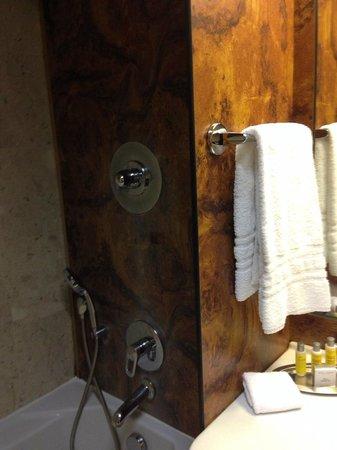 Milan Marriott Hotel: Badezimmer