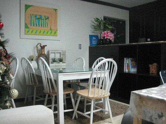 Centum Guesthouse: Хостел - обеденный стол