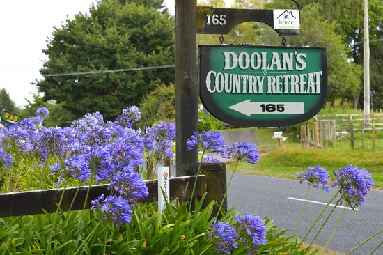 Doolan's Country Retreat: Entrance