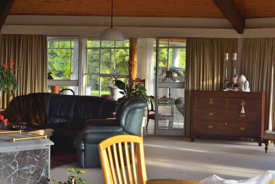 Doolan's Country Retreat: Living area
