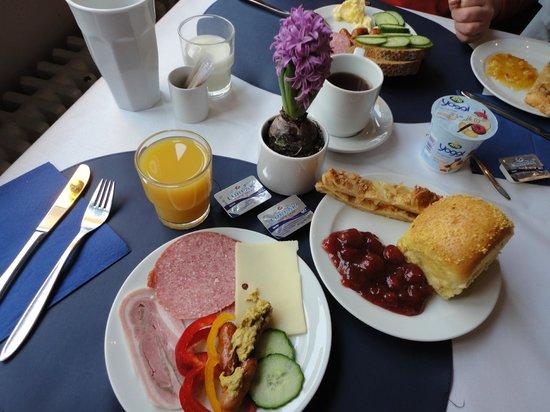 Hotel Maritime: Завтрак