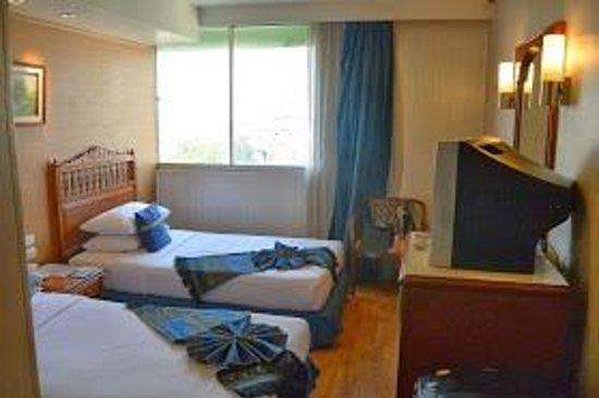 Bangkok Centre Hotel : chambre