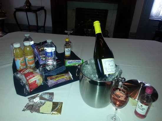 Lemp Mansion Restaurant & Inn : food they give you.minus the wine we brought