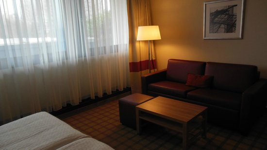 Four Points by Sheraton Munchen Central: Large room, great mattress