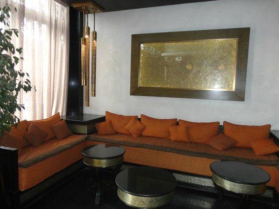 Dellarosa Hotel Suites & Spa: Lobby Area