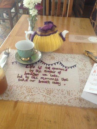 Sister Srey Cafe: Pot of tea!
