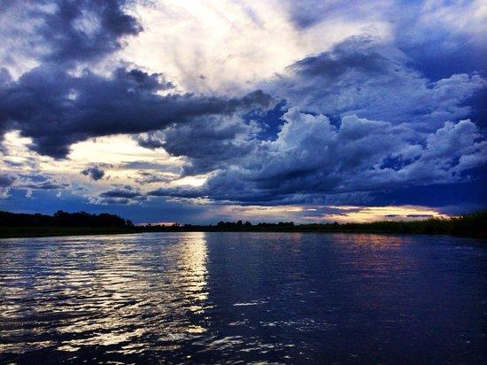 Shakawe River Lodge : Sunset boat cruise