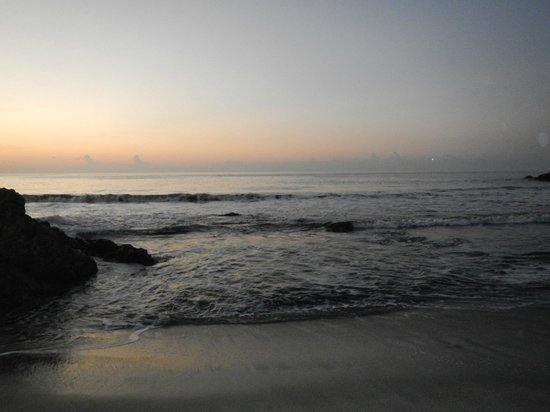 Ylang Ylang Beach Resort: Sunrise from the beach