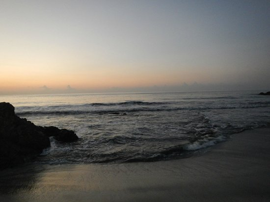 Ylang Ylang Beach Resort : Sunrise in front of Dome 1 Beach Bungalow