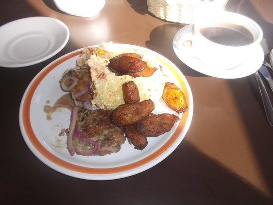 Hotel Lossandes : Buffet petit déjeuner du 4/02/2014.