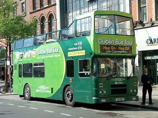 DoDublin: The city tour bus at Stop 23 - O'Connell St