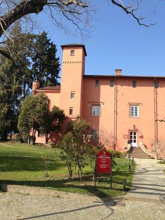 Castello Rosso : ingresso dal giardino