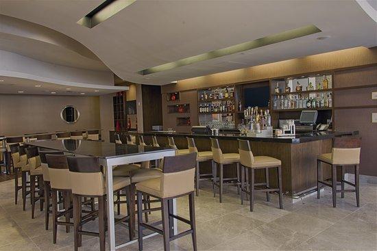 Embassy Suites by Hilton Newark Airport: Lobby Bar