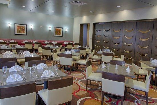 Embassy Suites by Hilton Newark Airport: Restaurant