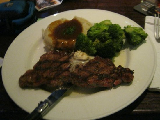 Maile Sky Court: Hard Rock Cafe - Steak - Just say WOW - 10 Minute Walk