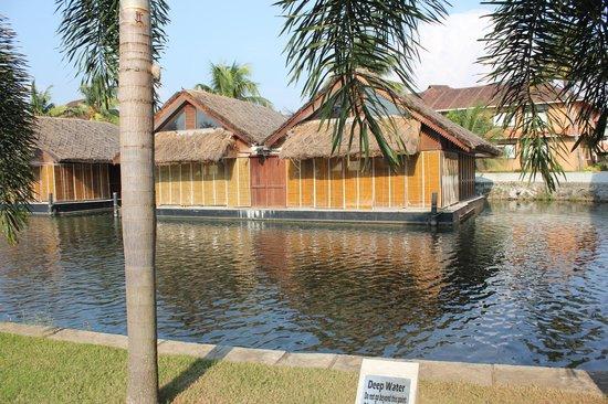 Vasundhara Sarovar Premiere: Flaoting Room & Artifical lake
